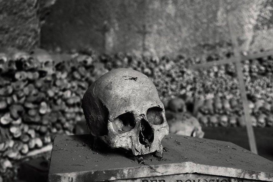 skull_cemetery_by_tessriel-d6hcaqu